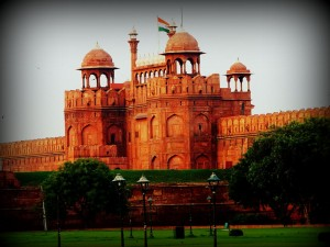 1024px-Rear_view_of_red_fort