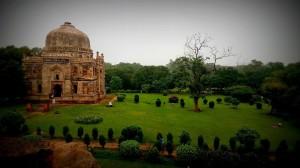 Bara_Gumbad_and_Mosque_Lodi_Gardens_New_Delhi