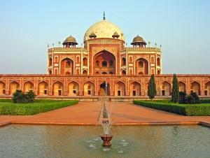 Humayun_Tomb,_Delhi,_running_fountain
