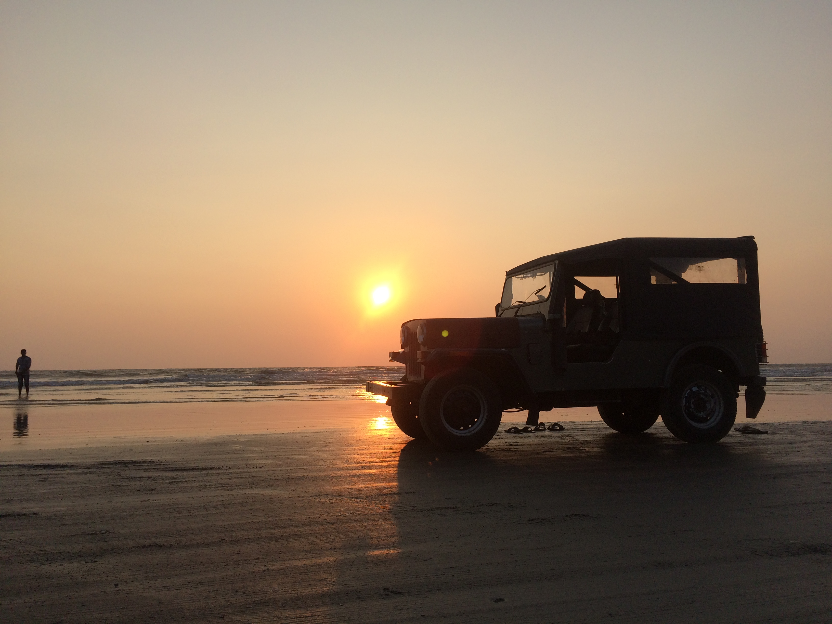 Jeep_in_Muzhappilangad_beach