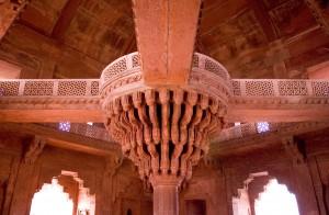 Diwan-i-khas,_Fatehpur_Sikri,_India