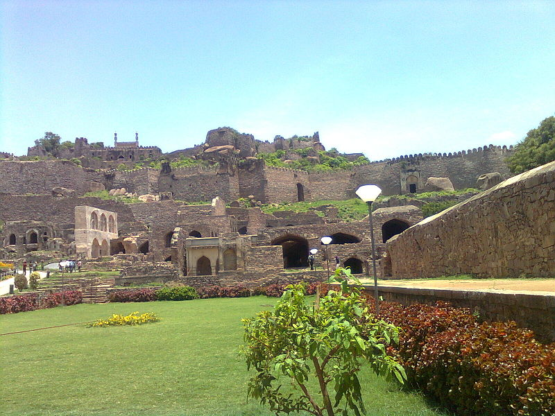 800px-Golconda_Fort_Hyderabad_315