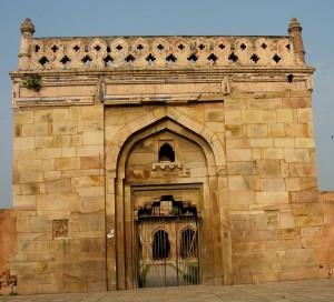 Entry_gate_of_Hasan_Khan_Suri's_tomb