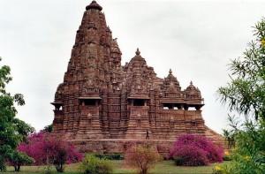 Kandariya_Mahadeva_Temple,_Khajuraho_(side)
