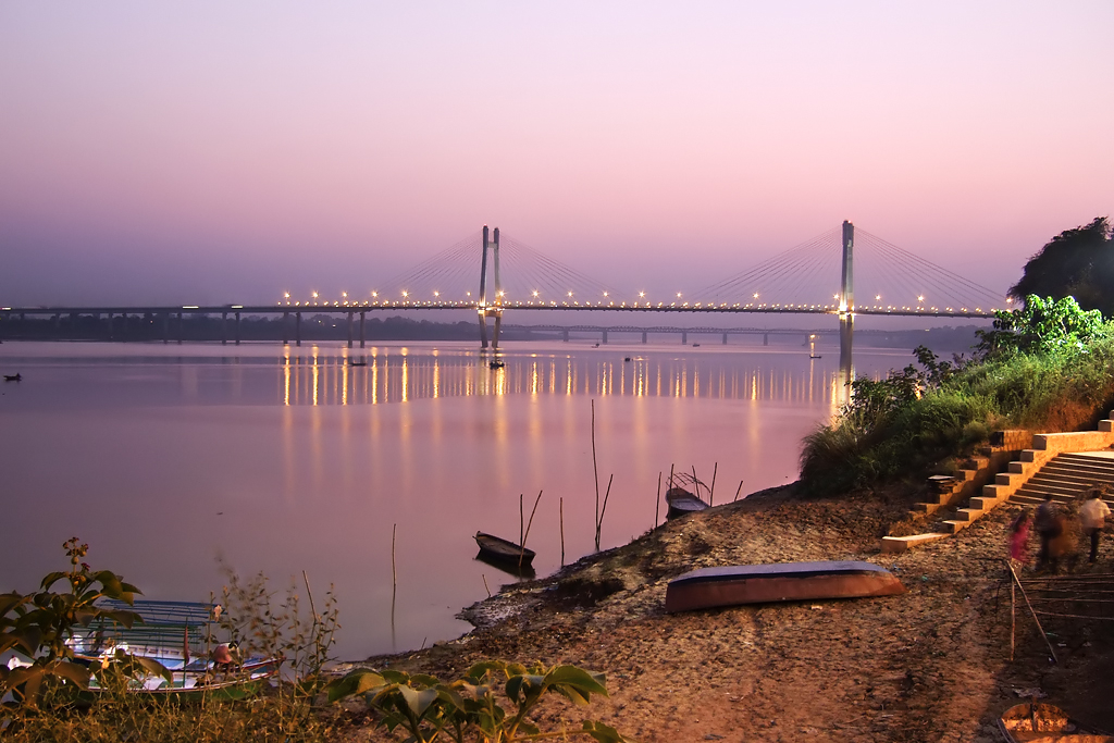 On_the_banks_of_New_Yamuna_bridge,_Allahabad