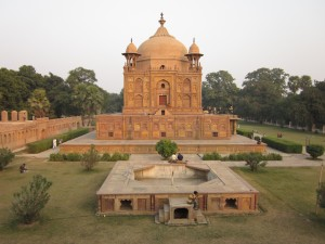 Tomb_of_Nithar_,_sister_of_Sultan_Khusro_01