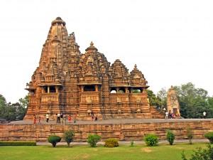 Visvanatha_Temple_-_Flickr_-_archer10_(Dennis)