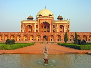 Humayun_Tomb,_Delhi,_running_fountain