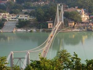 Ramjhula_-_bridge_over_the_Ganga