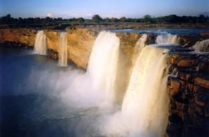 The_Chitrakoot_Falls_near_Jagdalpur_in_Chattishgarh_-_panoramio