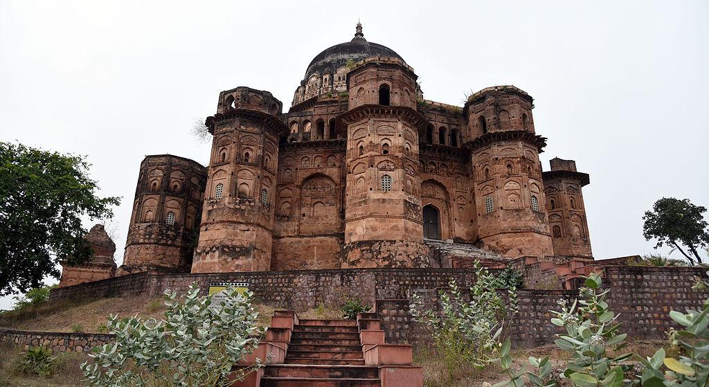 1024px-Maharaja_Chhatrasal's_Cenotaph,_Dhubela