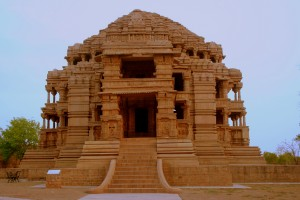 Saas-Bahu_Temple_form_the_front,_Gwalior_Fort