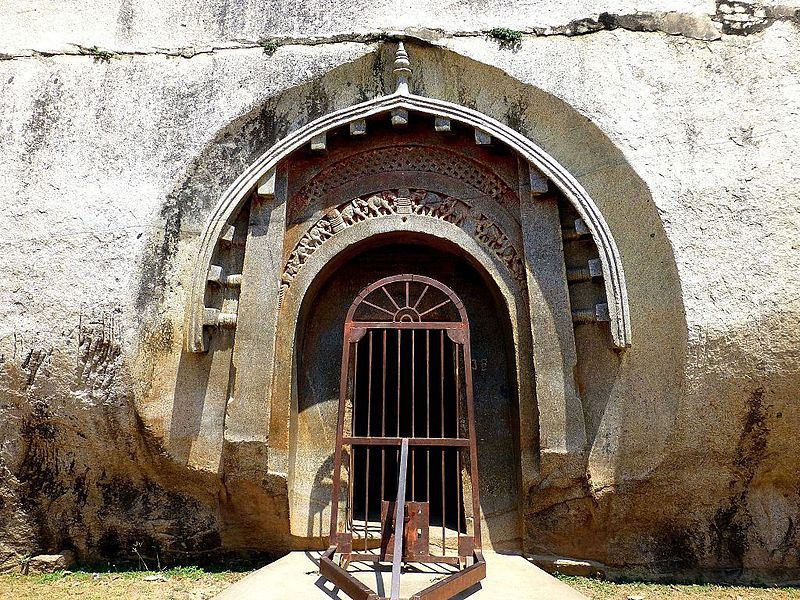Barabar_Caves_-_Lomas_Rishi_Cave_(9227394172)