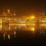 Harminder_Sahib_by_Night,_taken_from_the_east,_with_Akal_Takht_Sahib_in_the_background