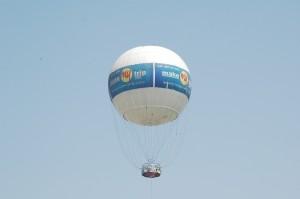 Tethered_helium_balloon_Ahmedabad